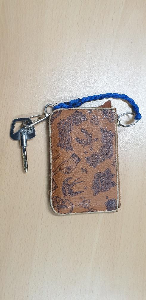 카드지갑 내 시니어 패스카드와 열쇠