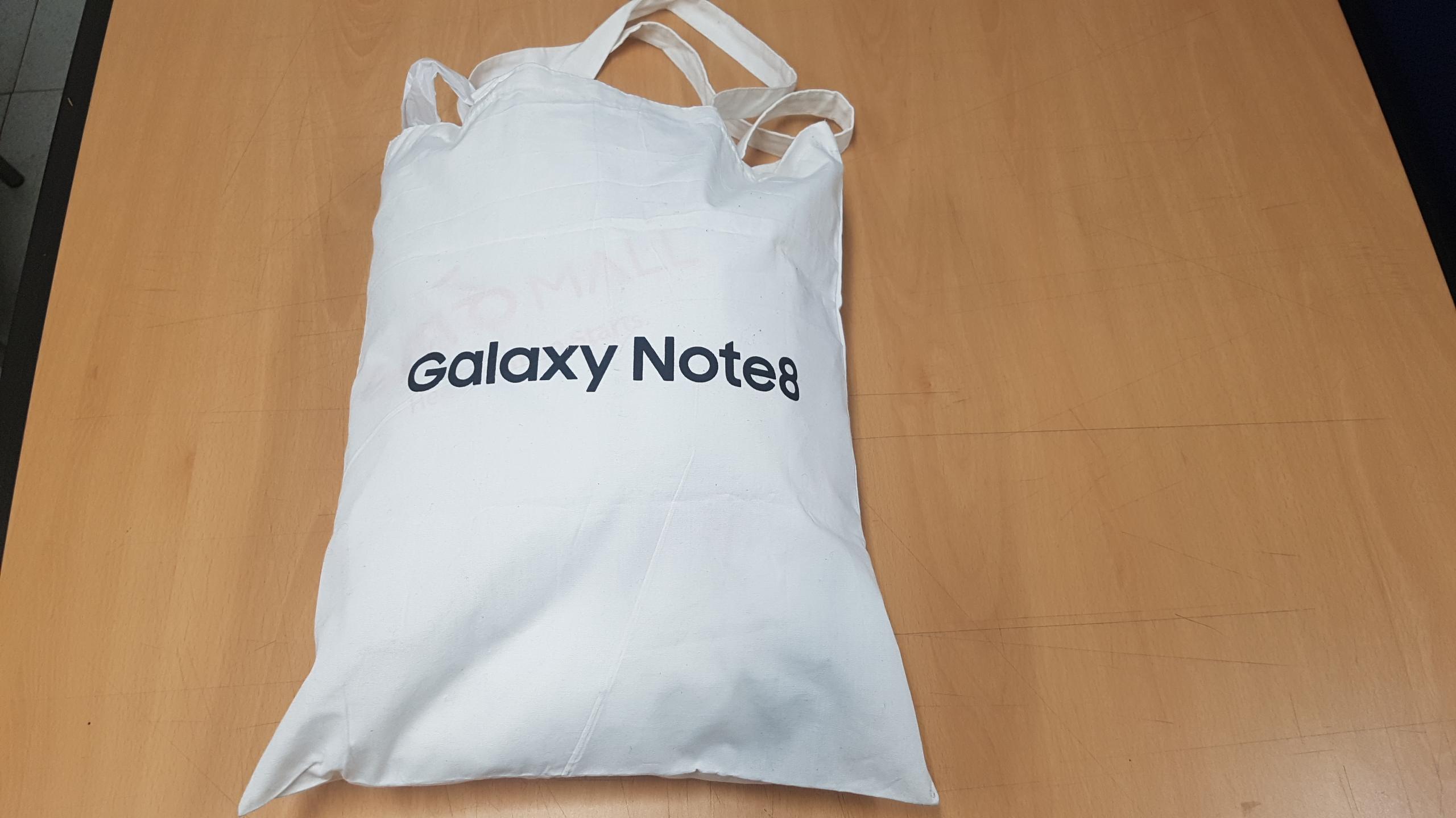 흰색 천가방 (티셔츠 3매, 조끼 1매)